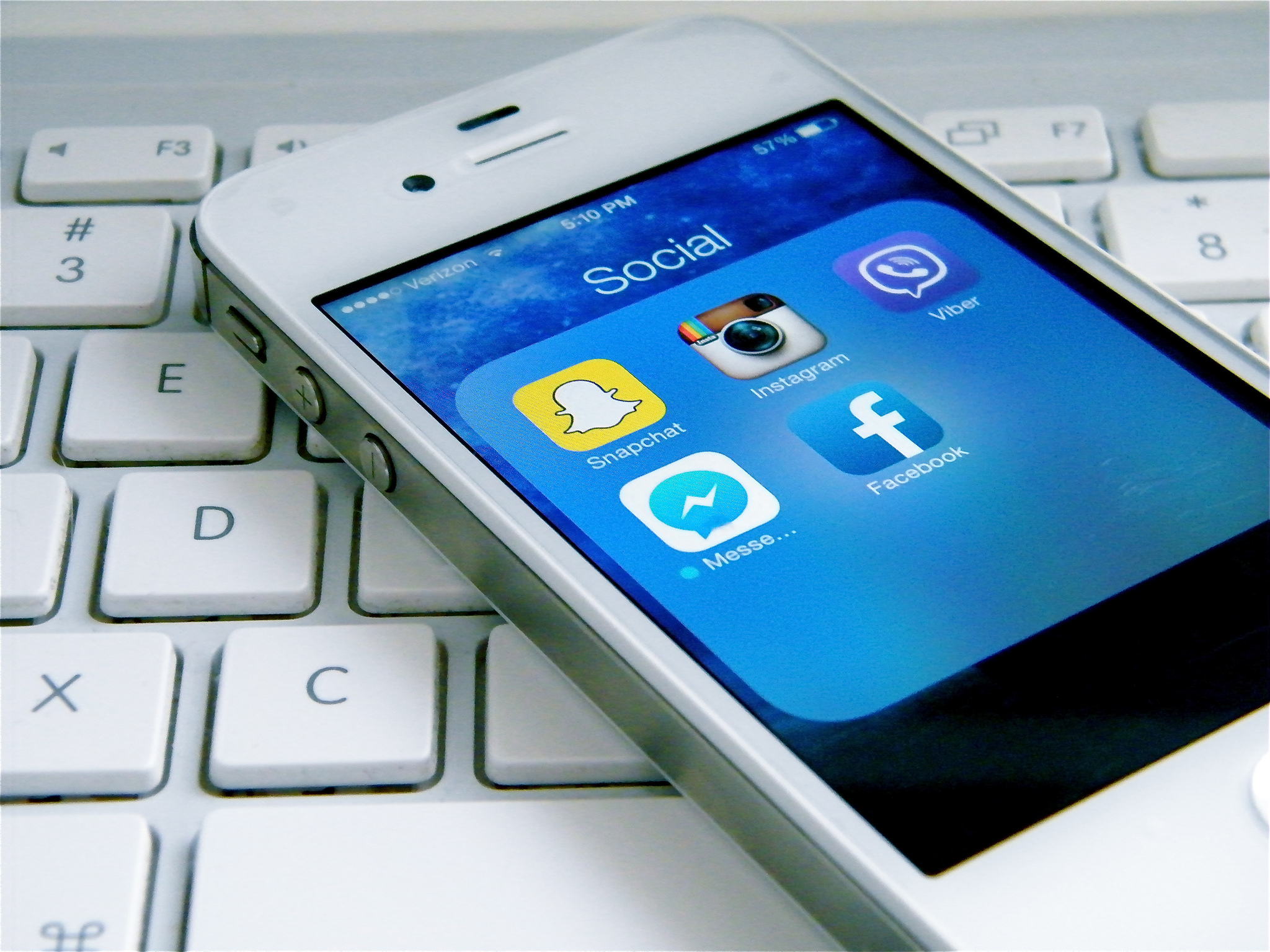 How to Balance Your Professional and Personal Social Media Identity