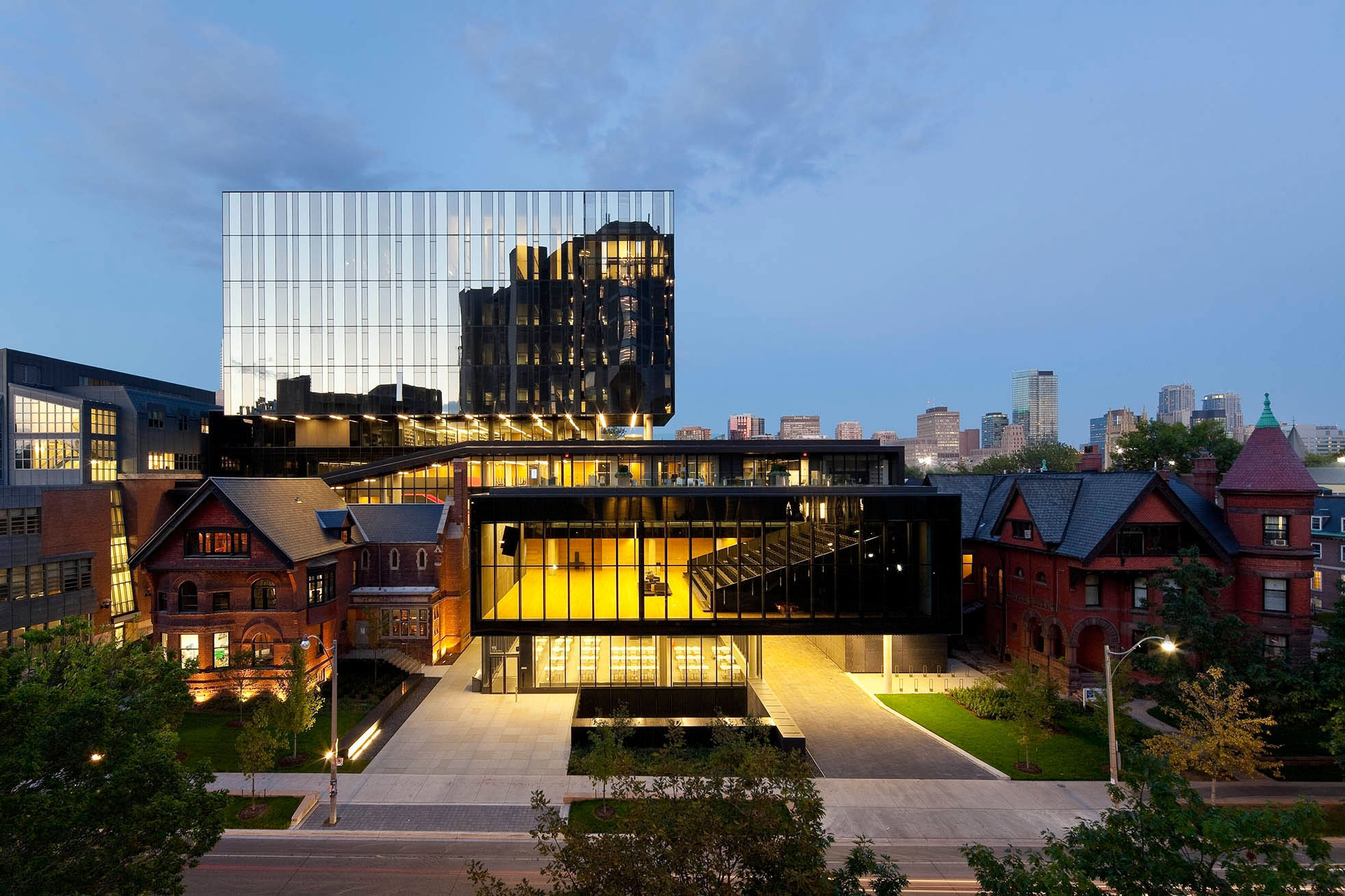New Rotman School Expansion by KPMB interconnects contemporary building with history on University of Toronto campus. Credit: Tom Arbun Photography Inc. (CNW Group/Kuwabara Payne McKenna Blumberg Architects)