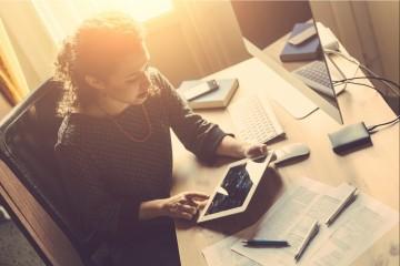 20151020190959-building-a-business-working-at-desk-woman-entrepreneur